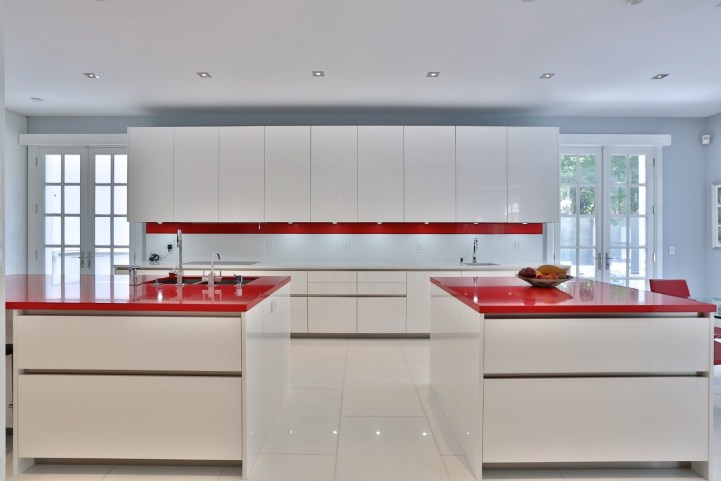 110 Arjay Crescent - Kitchen Between Island