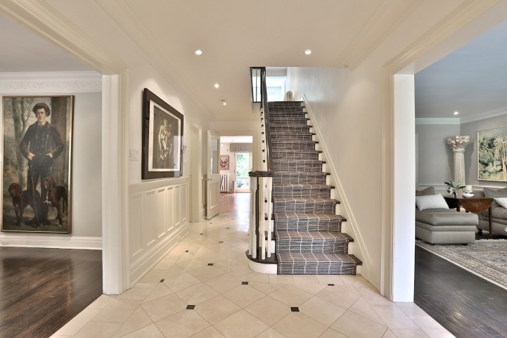 376 Russell Hill Road - Foyer