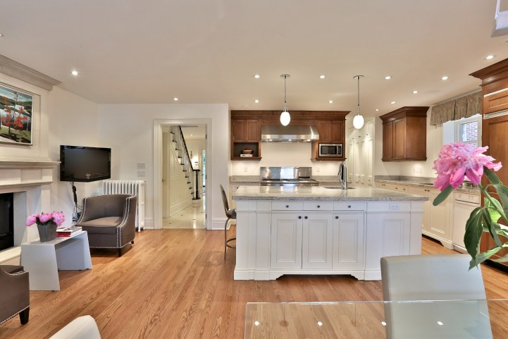 376 Russell Hill Road - Kitchen