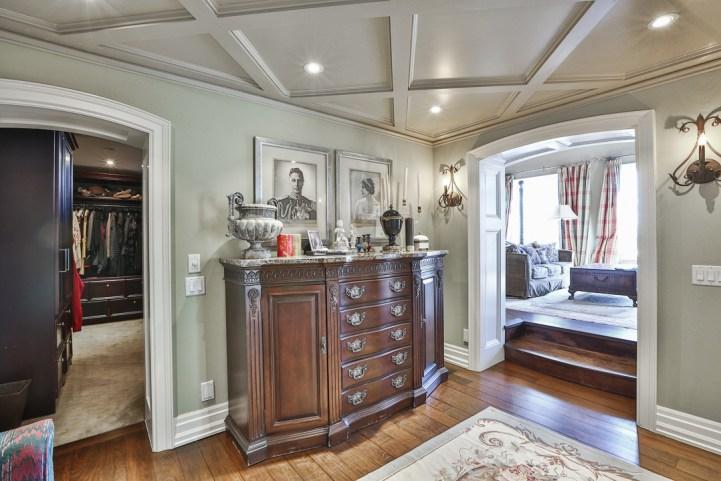 69 Highland Cres - Master Bedroom Entry