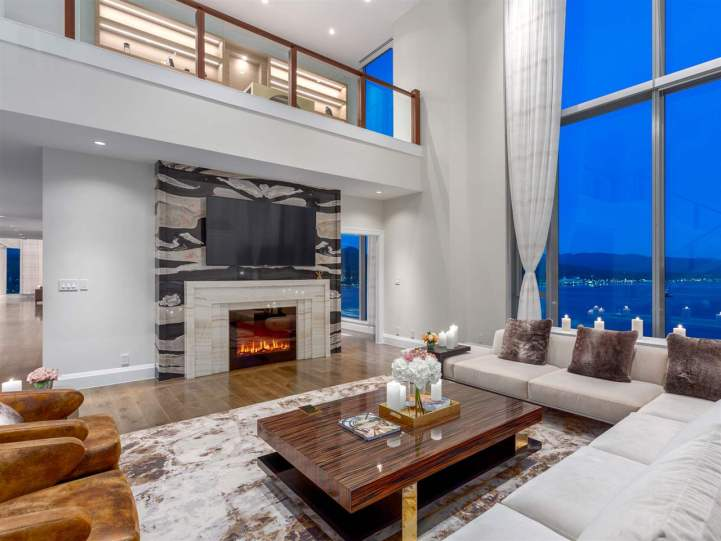 3101 - 277 Thurlow Street, Vancouver, BC - Living Room