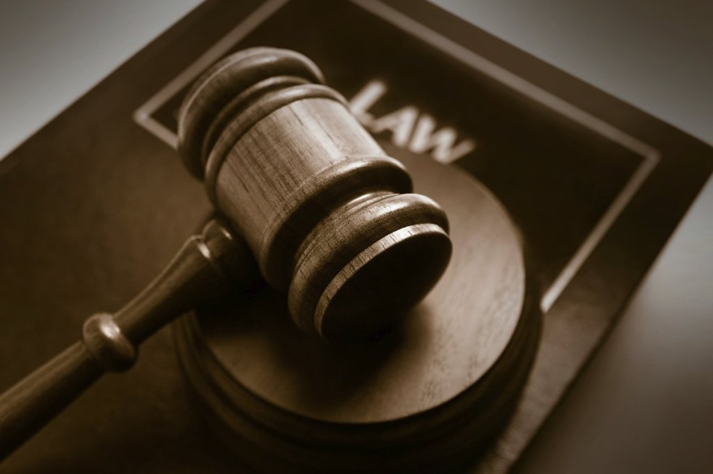 lawsuit-gavel-justice-court
