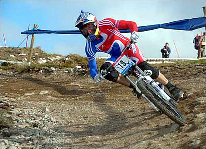 Gee Atherton Cornering foot down at the world championships.