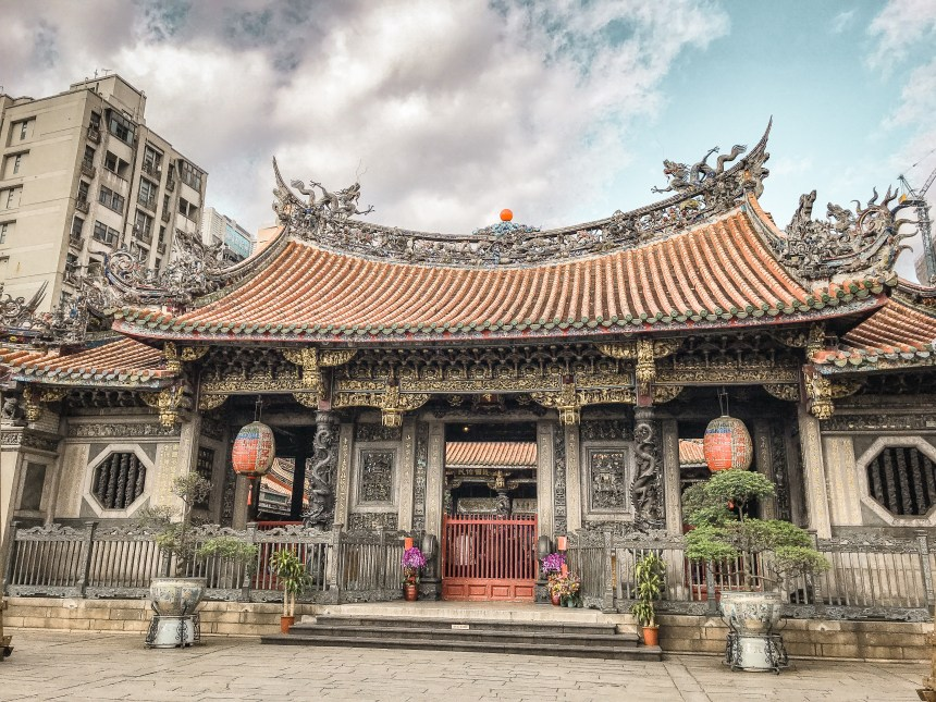 Longshen temple Taipei Taiwan culture history religion question mutiple religions country Asia Daoism.jpg