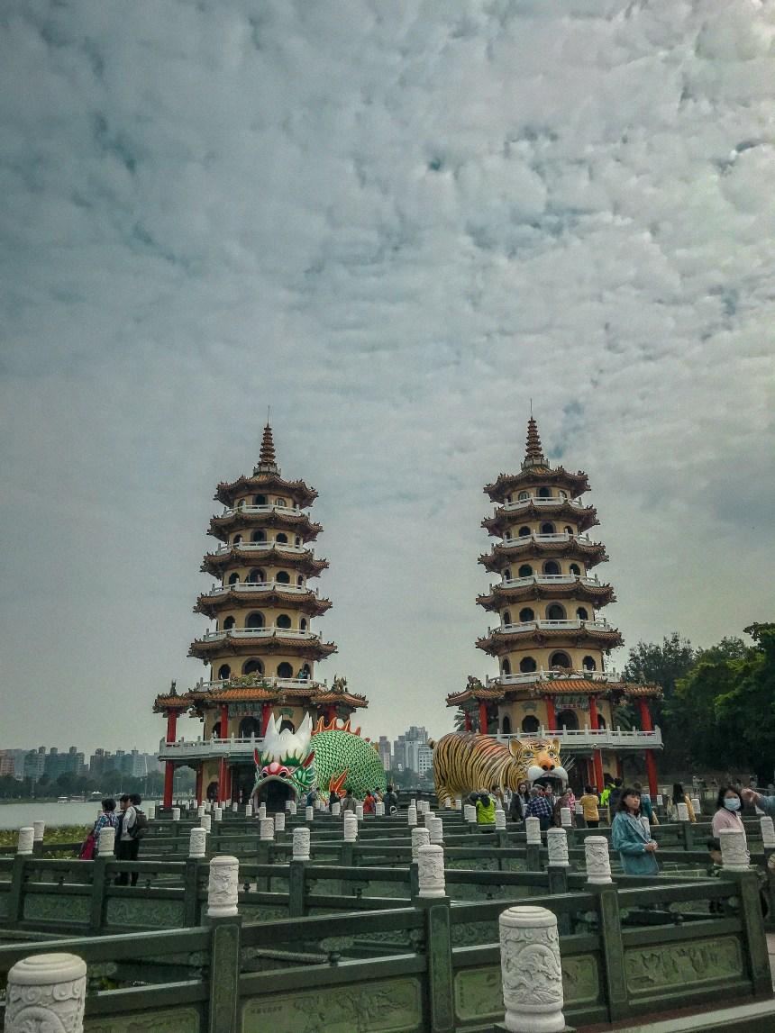 Dragon and Tiger Pagodas at Lotus Pond 龍虎塔,蓮池潭 one day trip fun southern Taiwan