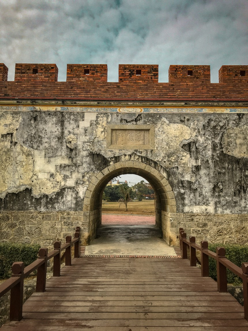 高雄玩East gate of Old town 舊城東門 Taiwan kaoshoing