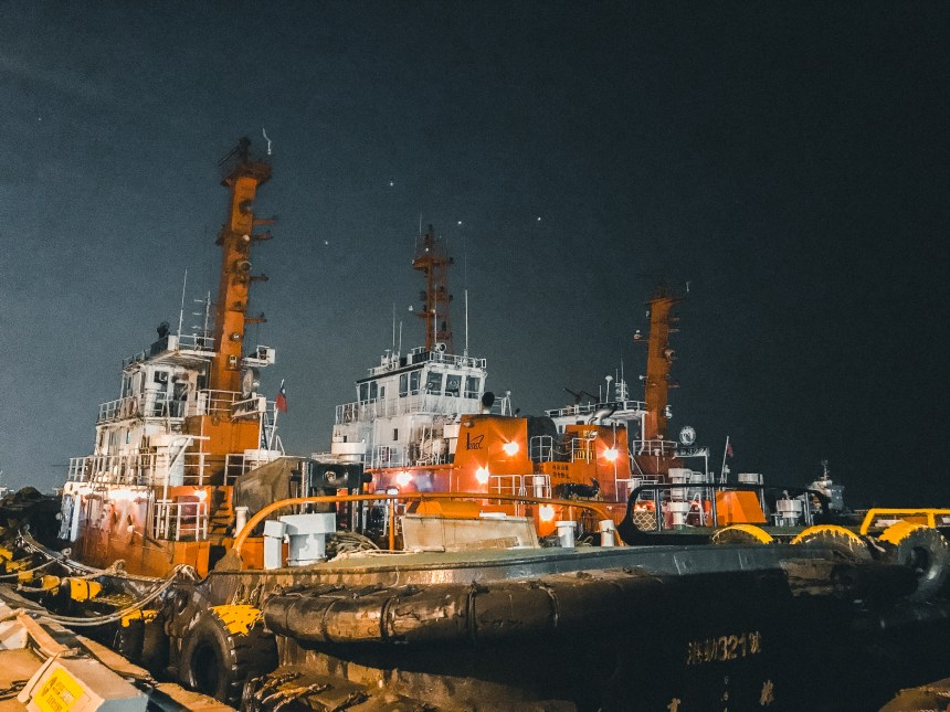 KW2 -Kaoshiung Port Warehouse No.2 棧二庫, Banana pier 香蕉港 big boats at pier