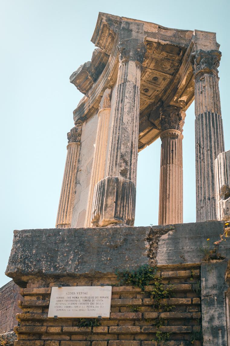 Temple of Vesta Tempio di Vesta in Roman Forum