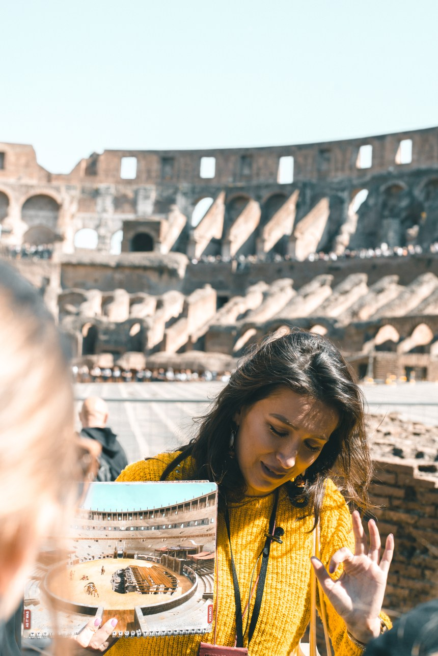 question about booking ticket of Palatine Hill Foro Romano Colosseum trip in art tour agency recommend