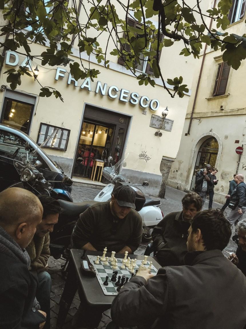 Bar del Fico play chess