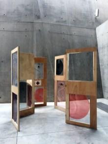 Sieben Elemente, 2021, mixed media, Holz, Plexiglas, Alu, Baumwollfäden 210 x 560 cm