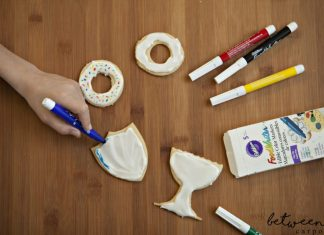 Make your own cookies that you can color on. Color on cookies is a great idea for Chanukah party activity