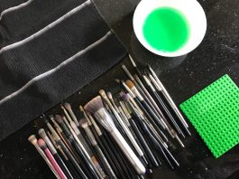 How to clean makeup brushes. Chanie Harstein's Ingenious Method for Cleaning Makeup Brushes. Using a Lego Board to clean makeup brushes
