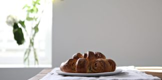 Yep. If you're making challah, I bet you're going to make this garlic challah recipe too. Were we right?