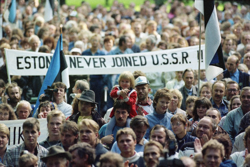 baltic-protest-against-ussr-1989.jpg