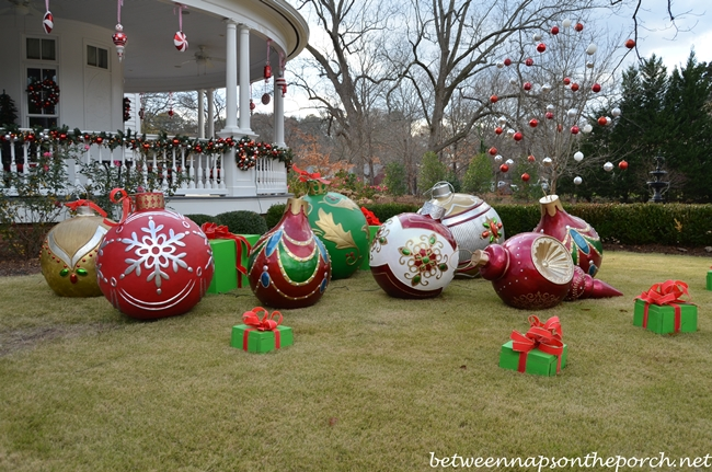 Governor Roy And Marie Barnes' Home Decorated For Christmas