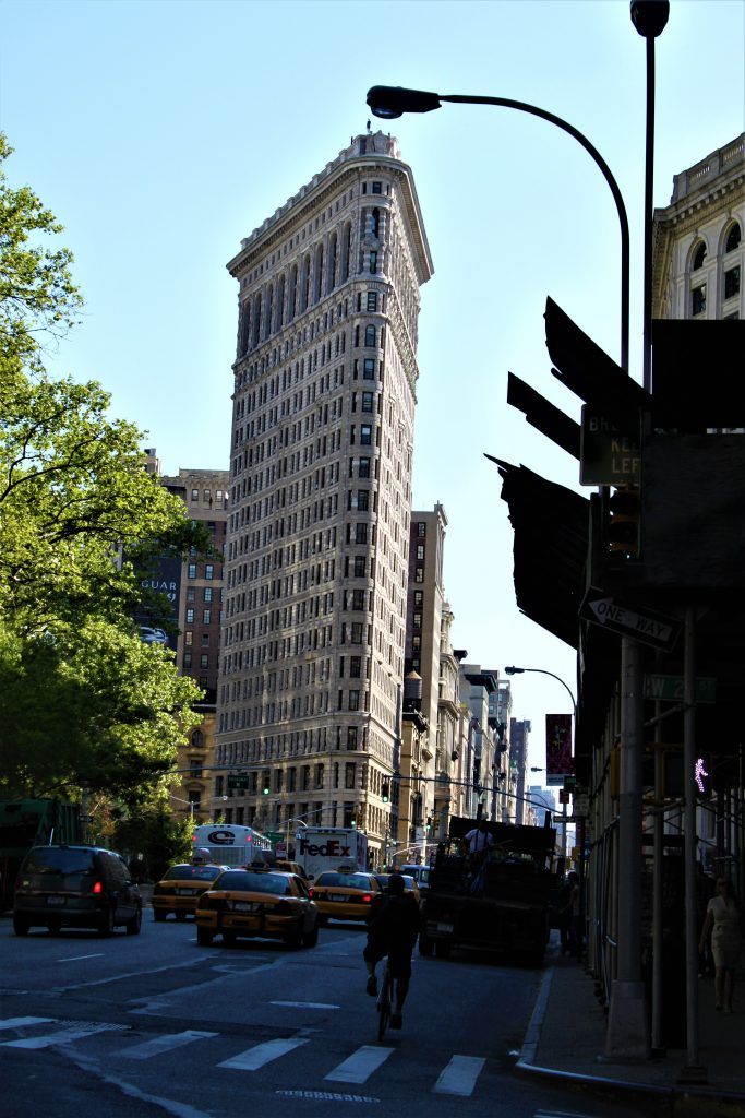 The Flatiron seen from Broadway and Fifth Ave