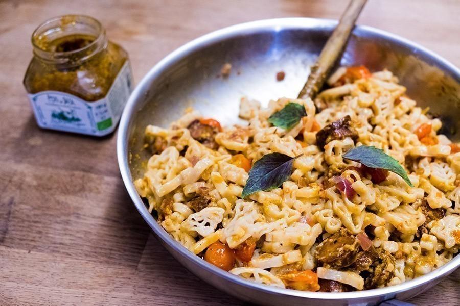 recette végétalienne pâtes aux tomates cerises et pesto rouge