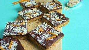 recette végétalienne barres de bretzels au caramel et au chocolat