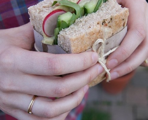 recept veganistisch broodbeleg met kikkererwten en avocado