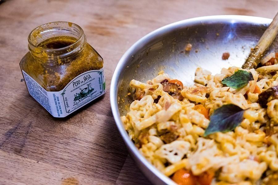recette pâtes aux saucissons vegans et pesto rouge