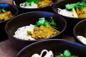 veganistische kokoscurry met tofu