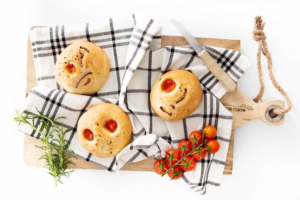 veganistisch recept focacciabroodjes met kerstomaatjes