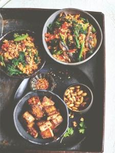 recette végétalienne Kimchi bokkeumbap aux légumes et tofu mariné croustillant