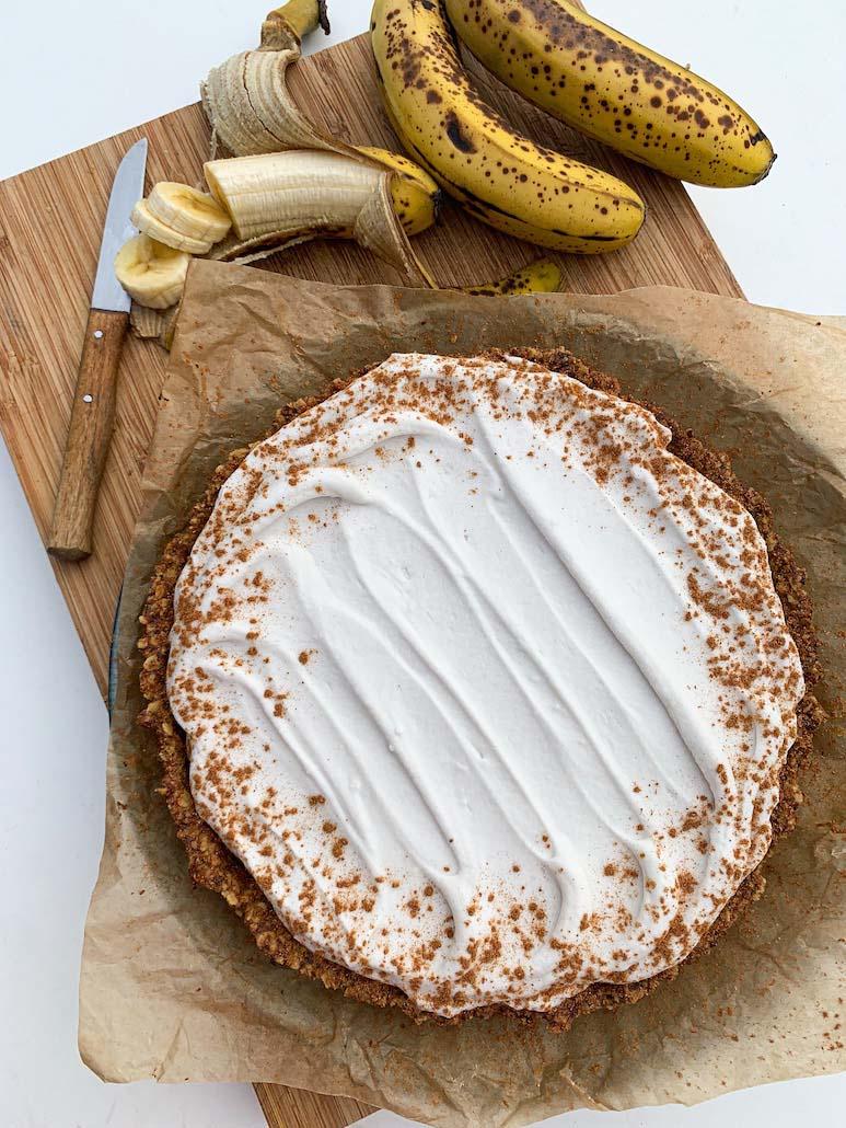 tarte végane à la banane et au caramel