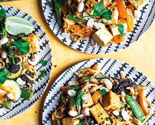 Nouilles au tofu croquant dans une sauce cacahuètes