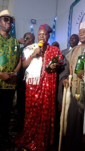 Alake of EgbaLand, Oba Adedotun Aremu Gbadebo III offering prayers with the new drink