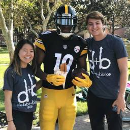 Debbie and Blake pose with Juju Smith-Schuster, a former USC football player and current member of the Pittsburgh Steelers.