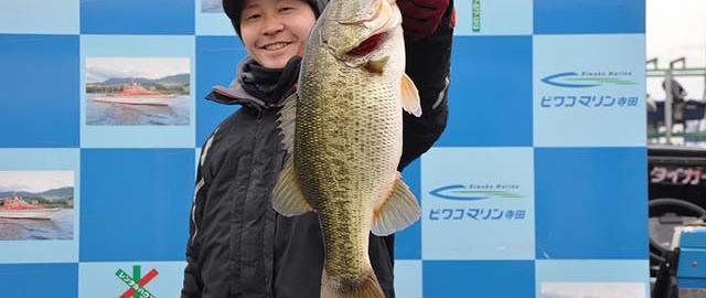 tweet釣果:メタル&ライトリグ で53x50cm!! (琵琶湖)