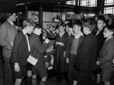 MUS-034 - Museum - WW2 Evacuees 1939939