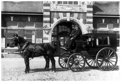 HOT-017 - Sackville Hotel carriage outside West Station - c1910-bexhill