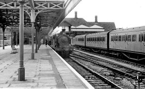 BW-025 - A pull-and-push service stands in platform 2 at Bexhill West