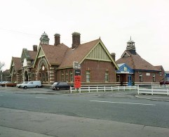BW-069 - Bexhill West station seen from Terminus Road in November 1982.