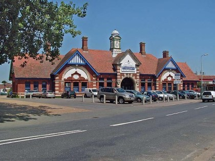 BW-075 - Bexhill West station forecourt seen from Terminus Road in 2006.