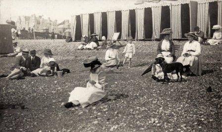 BBE-004 - Bexhill Beach scene c1905