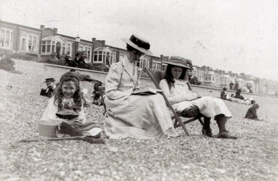 BBE-022 - Channel view from Bexhill beach c1905
