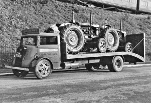 HO-043 - Lorry with 2 tractors & train in background
