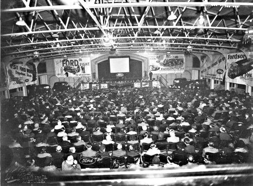 HO-061 - Staff show, on pier 1950s