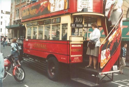 D142 General Dennis rear & nearside view @ Covent Garden 17-9-1983