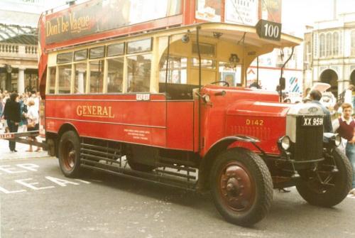 D142 XX9591 Dennis d-d opentop b1925 front & offside view, Covent Garden 17-9-1983