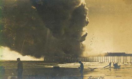 Pier on fire from east side 15-7-1917