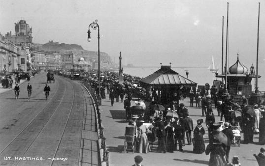 prom by pier entrance looking east c1910