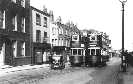 137 route 11 to Moorgate, 141 extra @ Highgate Village 19-6-1938