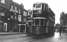 140 route 11 to Moorgate & 159 extra to Essex Rd @ Highgate Village 19-6-1938