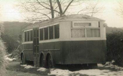 17 DY5119 as mobile home on farm rear view
