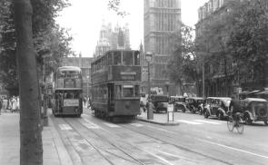 299 route 36 to Abbey Wood on Embankmnt 2-7-1952, RT bus left, Big Ben behind